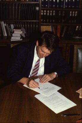 Elio Tomasetti unterzeichnet Vertrag